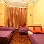 Комната для 5 гостей в центре Москвы в хостеле Артист. Метро Маяковская.