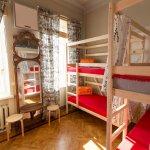 Номер для 6 гостей в хостеле Artist Hostel в Москве.